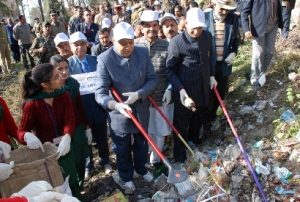 chief-minister-pk-dhumal-at-launch-of-polythene-clean-up-operation-in-himahcal